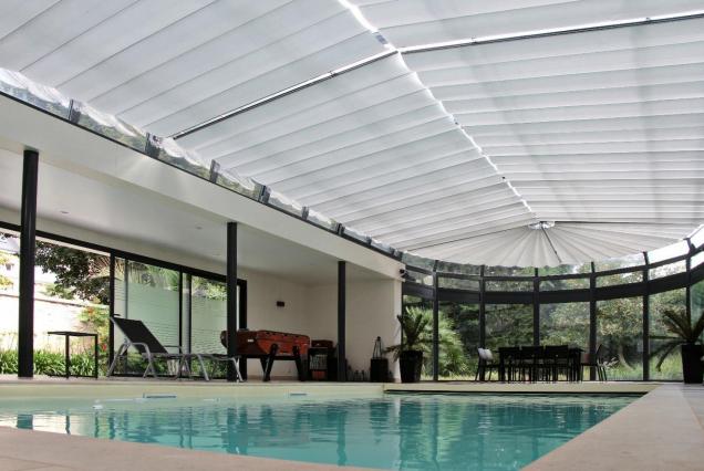 store anti chaleur abri de piscine