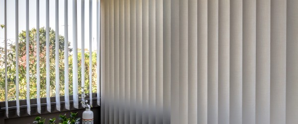 protection solaire isolation thermique store enrouleur. Black Bedroom Furniture Sets. Home Design Ideas